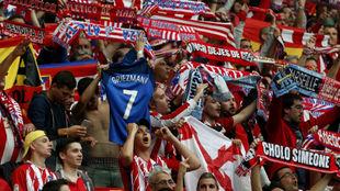 Aficionados del Atlético en Lyon, durante la final de la Europa...