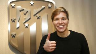 Elena Linari, satisfecha tras firmar con el Atlético