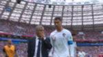 """CR7 a Fernando Santos en el descanso: """"Jugamos un poco mal"""""""
