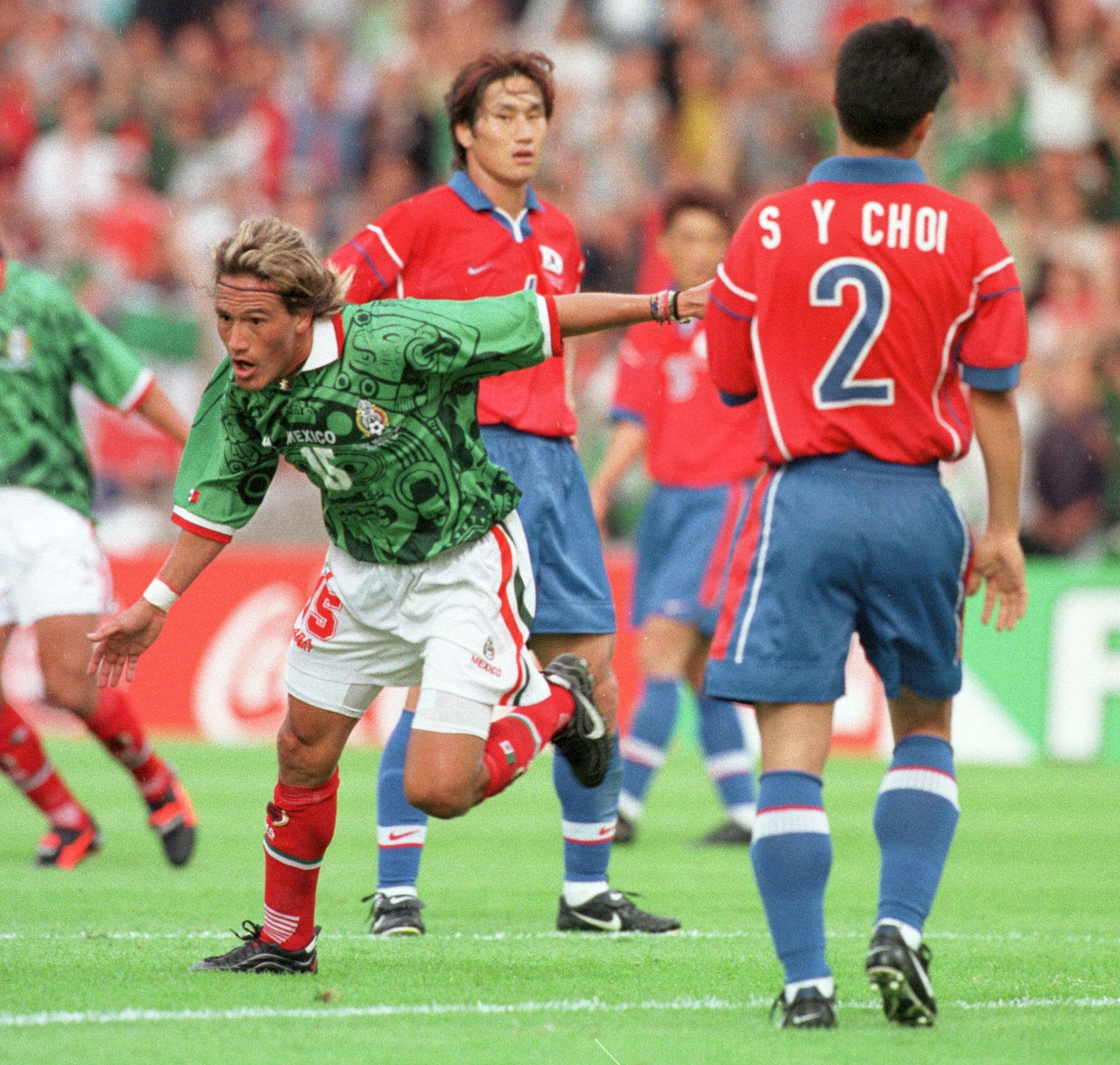 El 'Matador' festeja su tanto ante Corea del Sur en Francia 1998