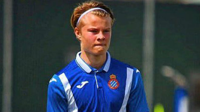 Andri Gudjohnsen playing for an Espanyol youth team