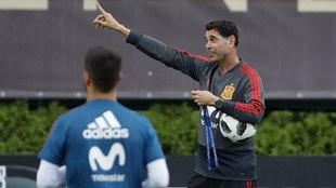 Fernando Hierro durante el entrenamiento de la selección.