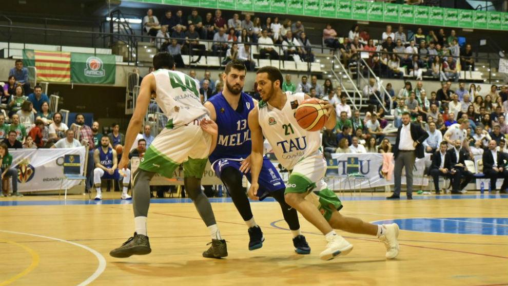 Una imagen del 'playoff' de ascenso entre el TAU Castelló y el...