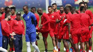 Panamá entrena antes del partido frente a Inglaterra
