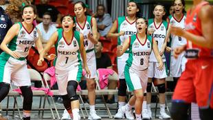 Jugadoras de México festejan durante un partido.