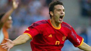 Fernando Morientes celebra su primer tanto contra Paraguay en el...