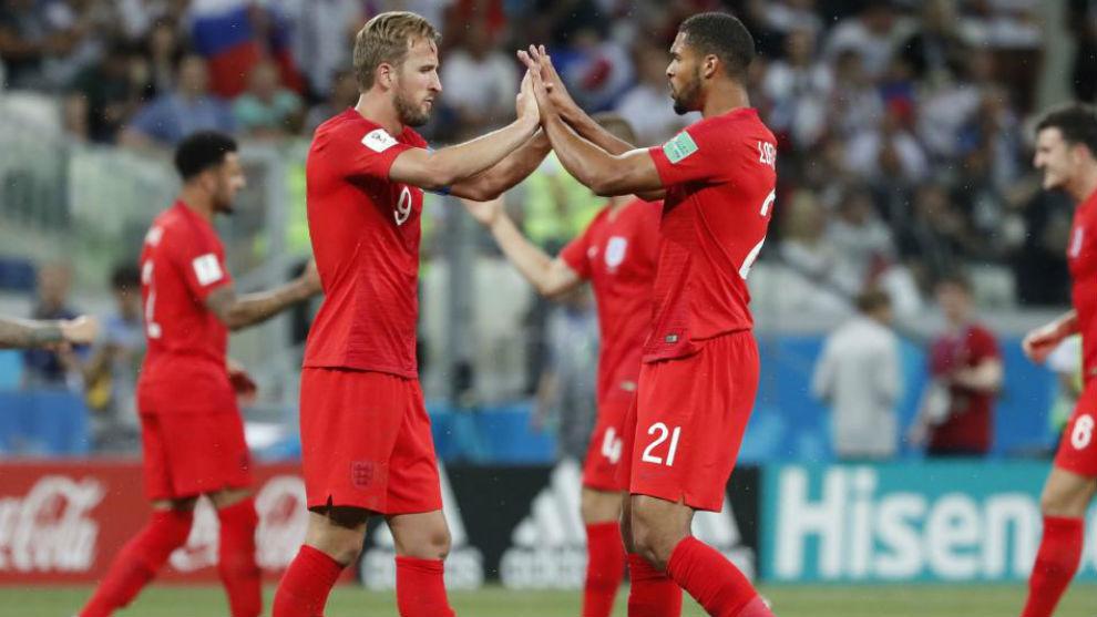 Loftus-Cheek y Kane celebran la victoria ante Túnez