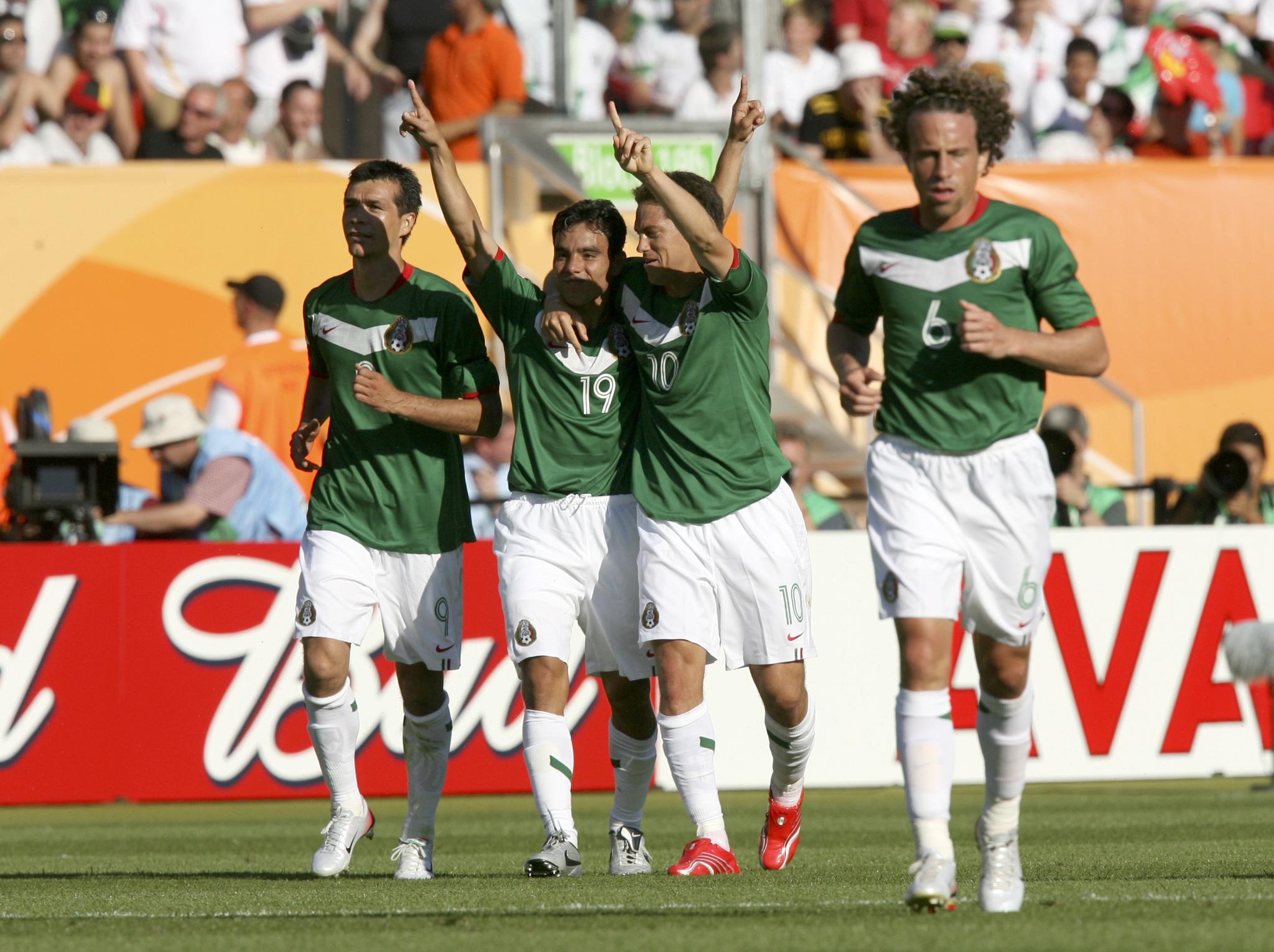 El Tri celebra el triunfo ante Irán en el Mundial de 2006