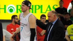 Laso y Doncic tras conquistar la ACB