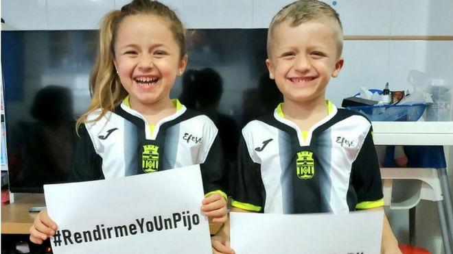 Afición del FC Cartagena en la campaña de apoyo por el ascenso a...