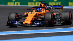 Alonso, con los sensores en la parte trasera de su coche.