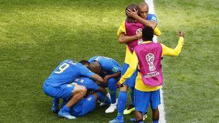 Varios jugadores de Brasil celebrando la victoria
