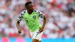 Musa en una acción del Nigeria-Islandia