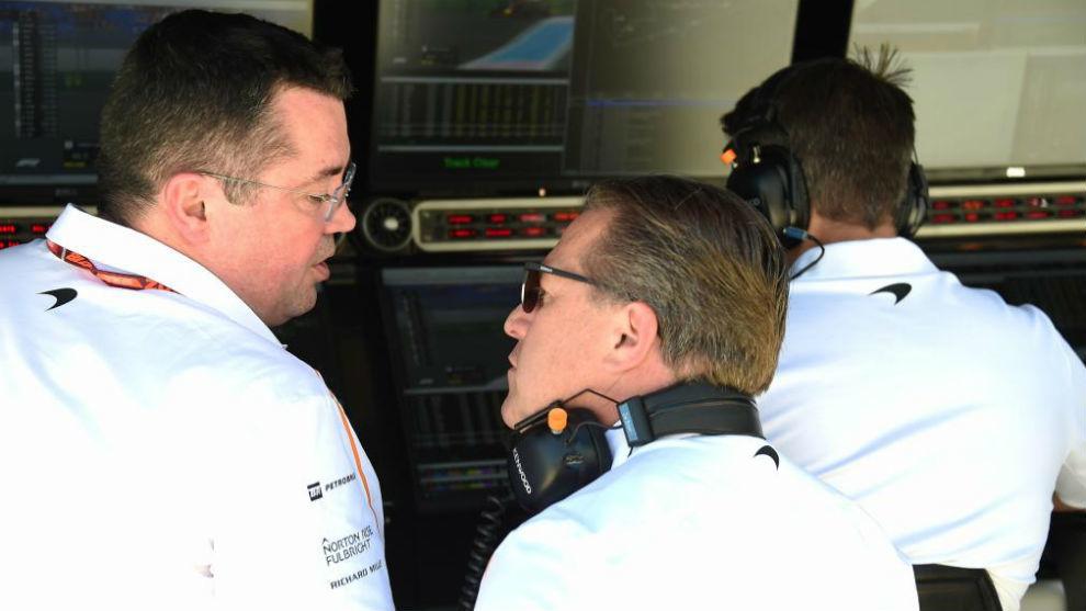 Boullier y Brown, ayer durante los entrenamientos en el GP de Francia