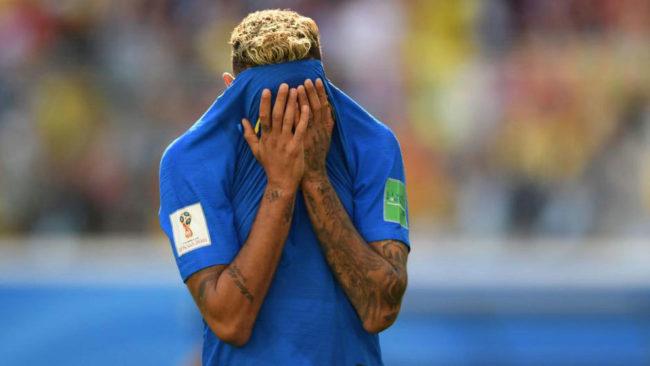 Neymar se tapa la cara en el Brasil-Costa Rica