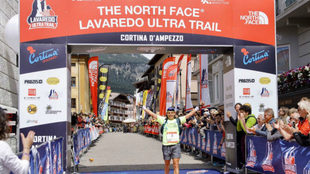 Pau Capell, segundo en la meta del Lavaredo UItra Trail.