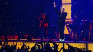 Bruno Mars con su banda en la gira en España 24k Magic de 2017.