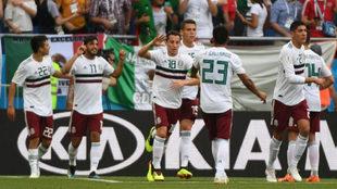 Los jugadores mexicanos celebrando uno de los tantos.