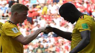 Lukaku y De Bruyne en la celebración del tercer gol belga.