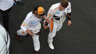 Alonso y Vandoorne, ayer tras la fatal calificación de McLaren en...