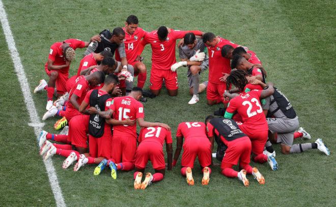 Los jugadores se reunieron al final del partido.