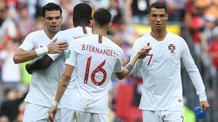Los jugadores de Portugal, entre ellos Cristiano Ronaldo y Pepe, se...