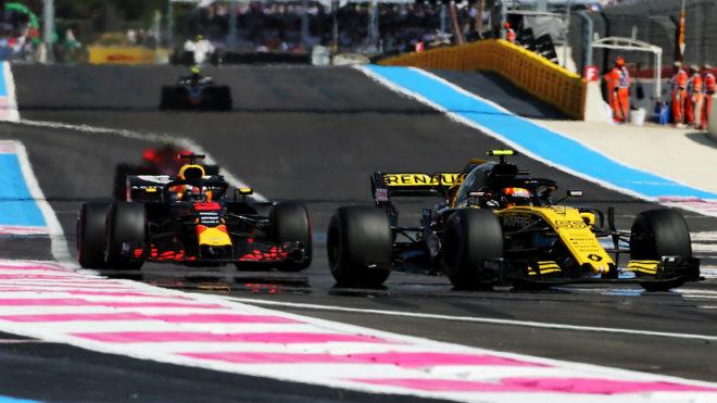 Sainz, delante de Ricciardo.