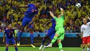 Yerry Mina anota el primer gol del partido frente a Polonia