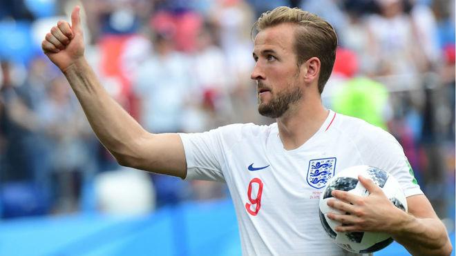 Kane, con el balón, tras lograr su 'hat-trick' ante Panamá.