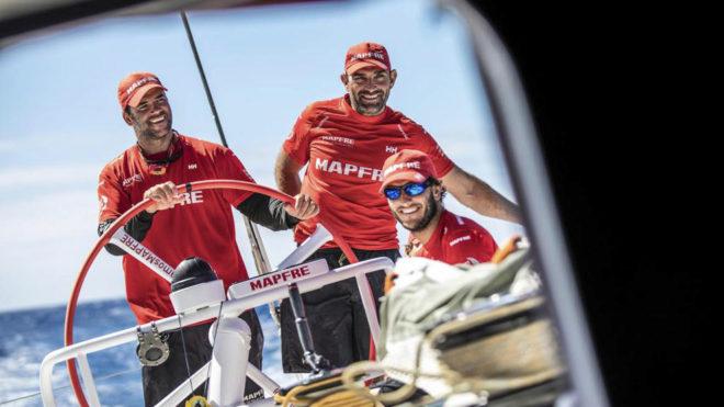 Xabi Fernández, en el centro, junto a Arrarte (izquierda) y Tuke...
