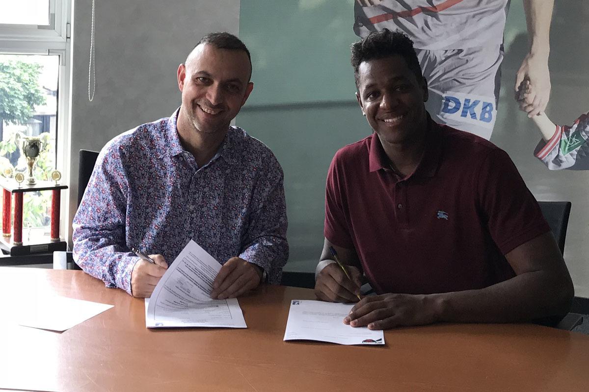 Jallouz firma su nuevo contrato con el Füchse Berlín