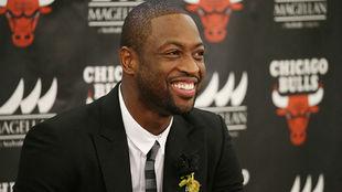 Dwyane Wade durante su presentación como jugador de los Chicago Bulls