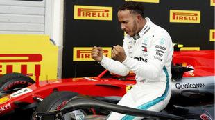 Hamilton celebra su triunfo en Francia.