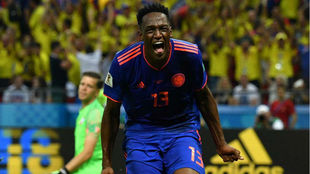 Yerry Mina celebra su gol a Polonia