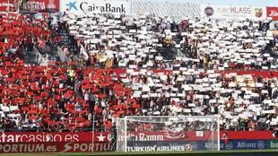 Aficionados del Girona en un fondo de Montilivi.