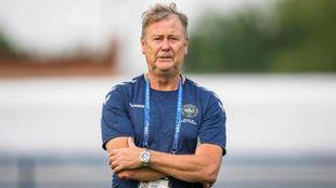 El entrenador de Dinamarca, Age Hareide, durante una sesión de...