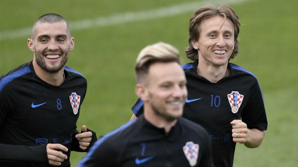 Kovacic, entrenando con la selección junto a Modric y Rakitic.