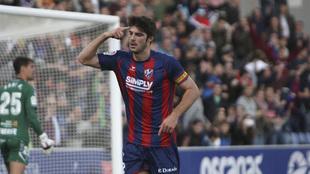 Gonzalo Melero festeja un gol con el Huesca