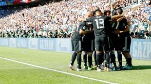 Los futbolistas de la Selección de Fútbol de Argentina celebran el...
