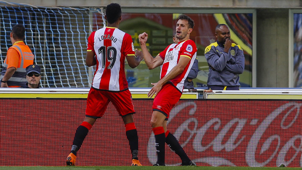 Stuani y Choco Lozano celebran un gol.