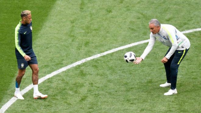Neymar y Tite, durante un entrenamiento de Brasil