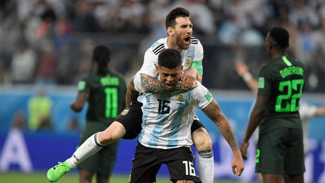 Marcos Rojo Celebrates His Goal With Lionel Messi During The Match