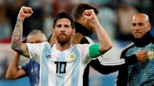 Messi celebra el pase a octavos.