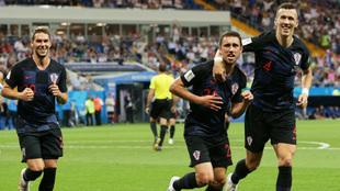 Marko Pjaca, Josip Pivaric, e Ivan Perisic celebran el triunfo de...