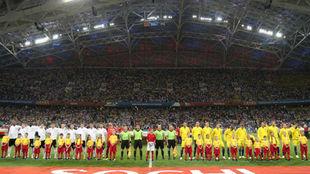La selección de Alemania forma antes de su encuentro ante Suecia