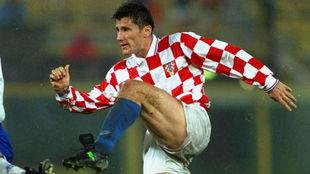 Suker, en acción con Croacia.