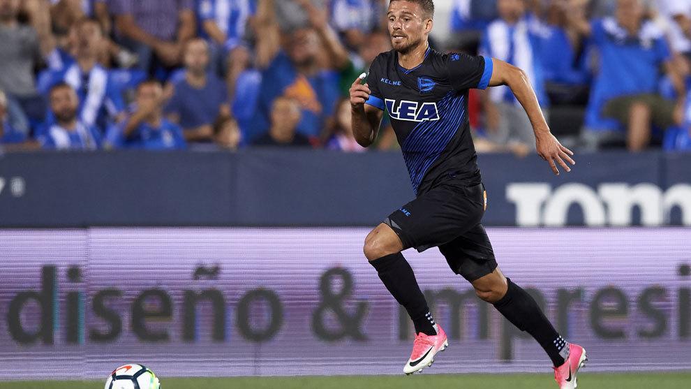 Christian Santos durante un partido del Alavés.