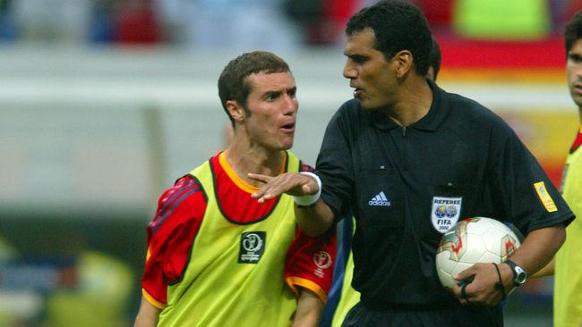 Al-Ghandour es acosado por Iván Helguera al finalizar aquel partido...