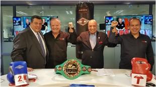 Mauricio Sulaimán, presidente del WBC, Jaime Ugarte, el mítico juez...