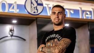 Mascarell posa en el vestuario del Schalke 04.